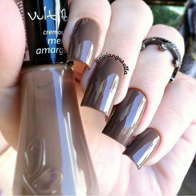 """Meio Amargo da @vult_cosmetica nas unhas da @viviangusella Loja Online: www.loja.esmaltebonito.com #lojaesmaltebonito #esmaltes #vult"""