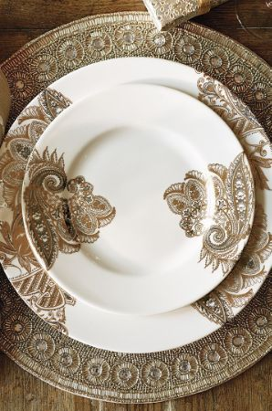 The Bohemian Paisley Rimmed Dinner Plate is a classically beautiful abstract pattern that adds exotic glamour and elegance to any occasion.