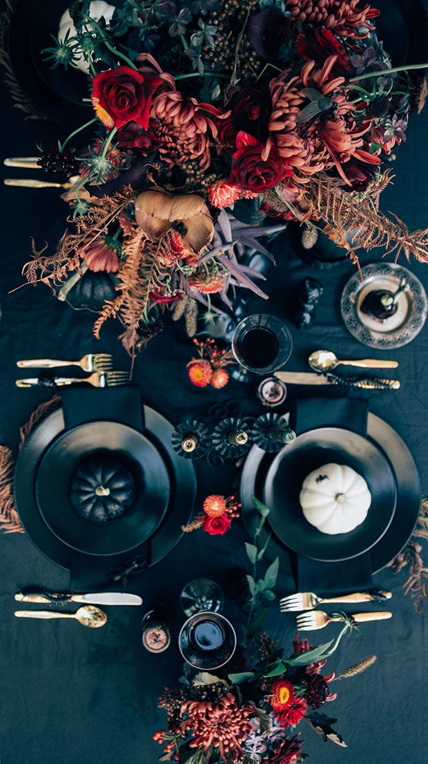 What a gorgeous Halloween tablescape! #DIY #halloween