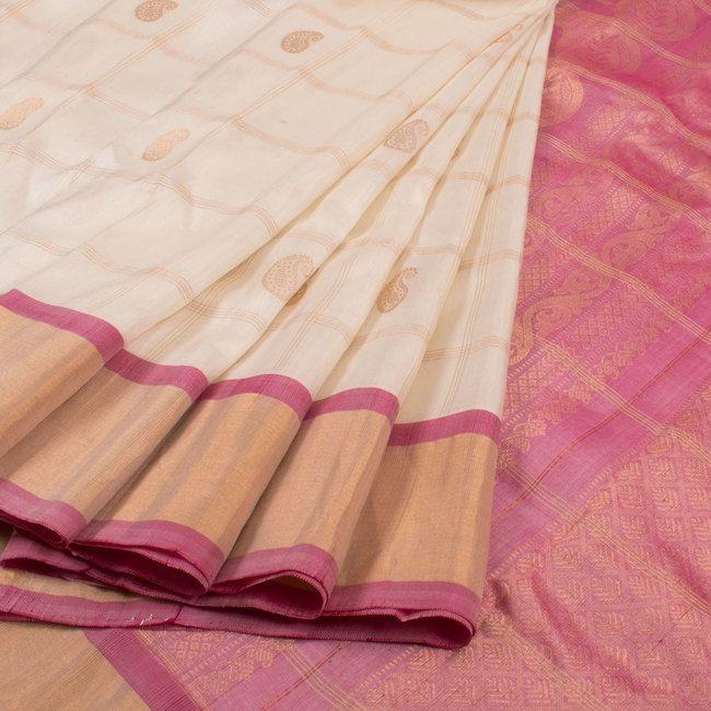 Handwoven Gadwal Silk Saree With Checks 10019850 - AVISHYA.COM