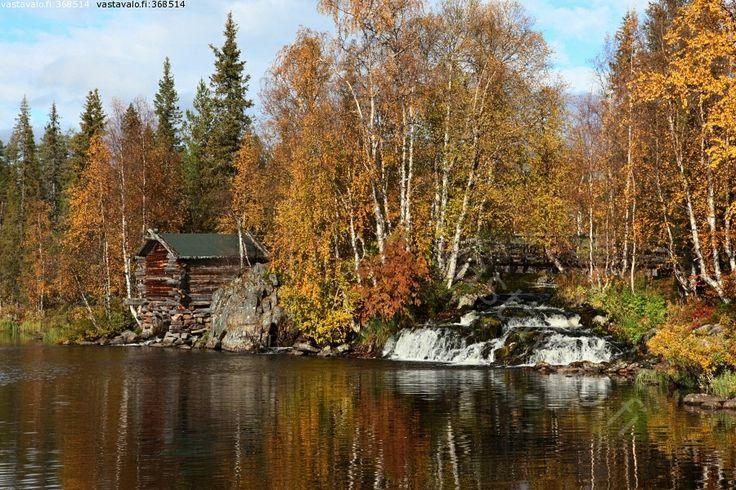 Äkäsmylly - Äkäsmylly Äkäsjoki syksy ruska Lappi mylly suvanto retkeilykohde silta syysvärit luonto
