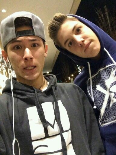 Matthew Espinosa & Carter Reynolds♡ Carter almost always has in at least one ear bud