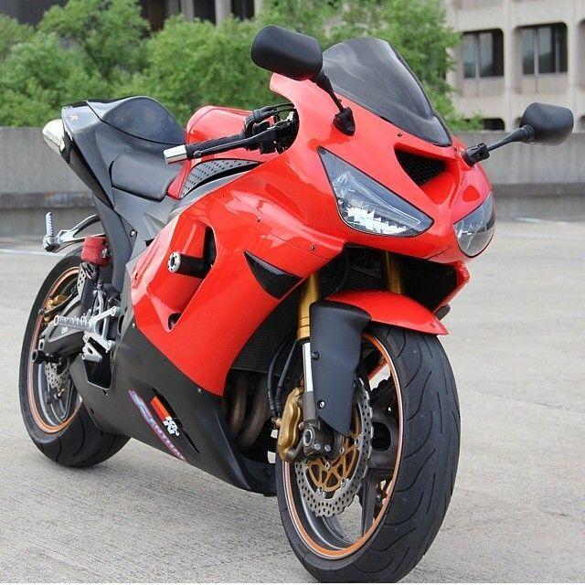 Kawasaki ZX6R Photo: @zx6r ryda Send us your pictures and videos by DM for a chance to be featured #motorbike #motorcycle #sportsbike #yamaha #honda #suzuki #kawasaki #ducati #triumph #victory #buell #aprilia #harleydavidson #r1 #r6 #cbr #gsxr #fireblade #hayabusa #zx10r #zx6r #bmw #s1000rr #ktm #bikelife #Twowheelpassion
