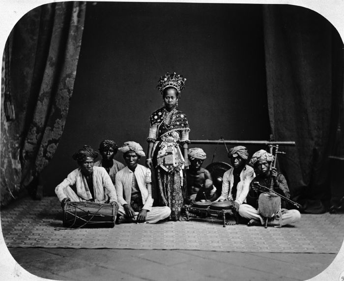 Old pics of an old Indonesian Ronggeng Dancer