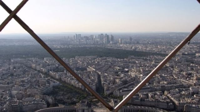 Paris with the beautiful sights - See how gorgeous it looks from the top of the Eiffel tower!  #travel #Paris #France  #sightseeing #video #matka #Pariisi #Ranska #nähtävyys #indivue #attraction #tour www.indivue.blogspot.com
