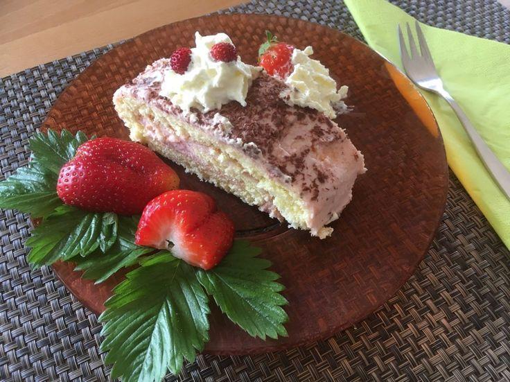 Erdbeerroulade  Ein fruchtiger Kuchen für den entspannten Nachmittag auf der Terrasse!  Rezept findet ihr im Link!