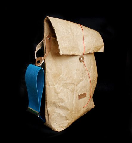 This eye-catchy bag is made out of kraft paper. MONADAbag T/03 - complet contains paper part and elastic belt.