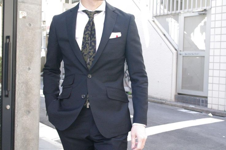 ブラックなスクエアドットの格子柄・・ ブラックスーツも大人っぽい・・