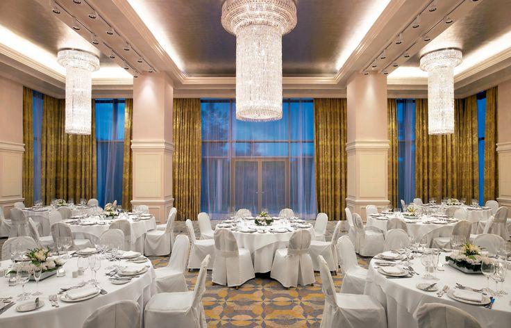 Astir Palace Resort - Το επιβλητικό Alexander Ballroom µε trademark τους υπέροχους πολυελαίους από κρύσταλλα Swarovski