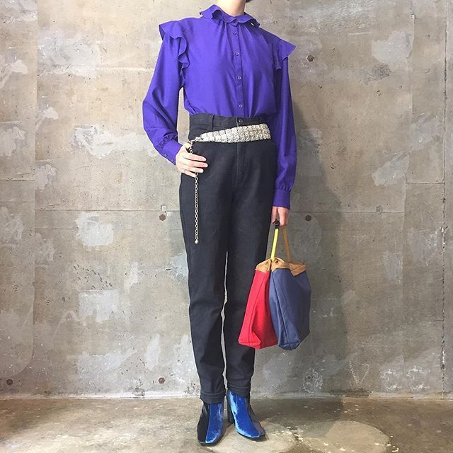 toga_xtc on Instagram pinned by myThings 午後の見えない敵(睡魔)と戦ってるあなたへ目覚めの紫。  フリルシャツ デニムパンツ メタルチェーンベルト bag / TOGA #toga_xtc