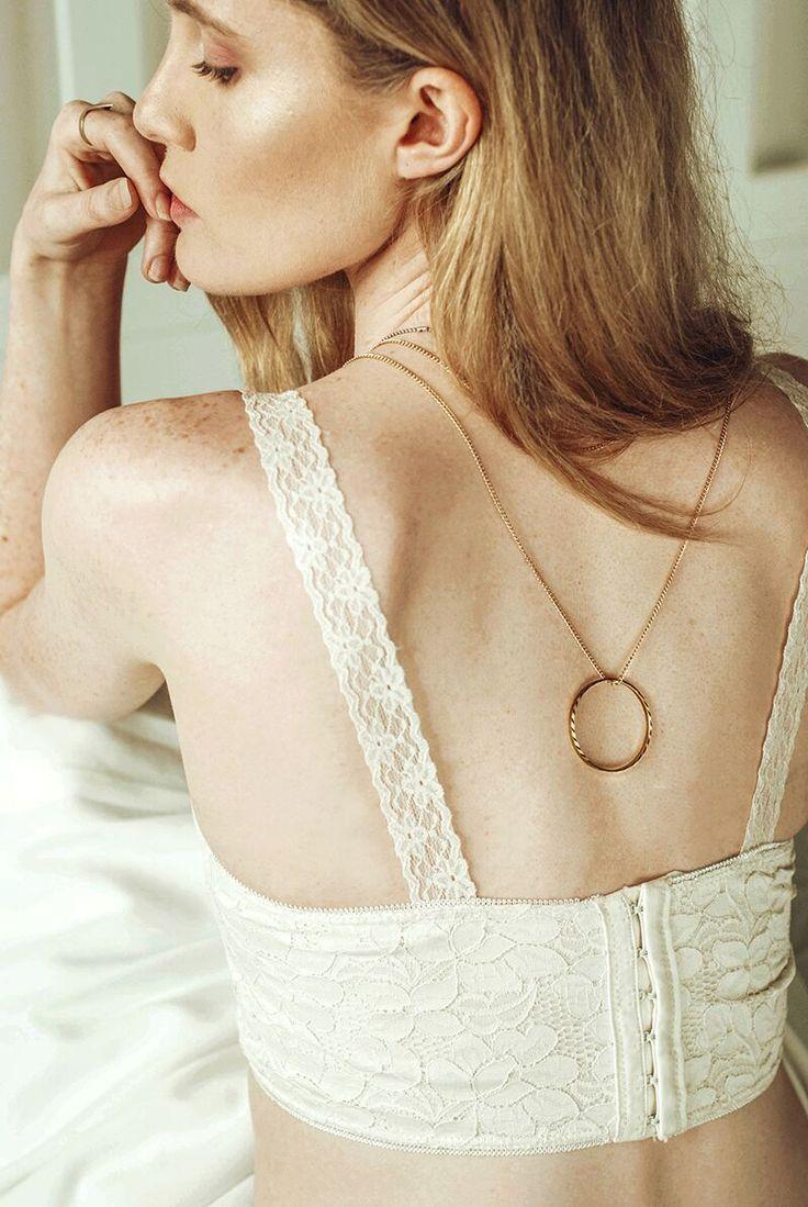 Iris Dinu - Look at the Cut, bra, lace, white, cream, style, strylist, fashion, girl, woman