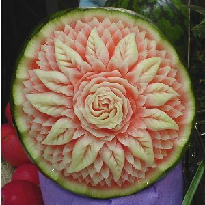 watermelon sculpture: Flower.✋🏾🖐🏽👀👆🏾👉🏿More Pins Like This At FOSTERGINGER @ Pinterest👌🏾☝🏾👌🏾👉🏿👀👉🏿👌🏻✋🏾