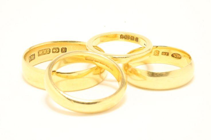 We have in stock a selection of vintage and mainly antique wedding bands in 18 and 22 carat gold. Prices range from E 200 to E 800 per piece.    We hebben een selectie van vintage en vooral antieke trouwringen in 18 en 22 karaat goud op voorraad. Prijzen variëren van E 200 tot E 800 per ring.  The Antique Ring Shop - Amsterdam