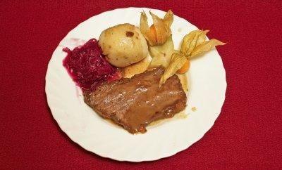 Rheinischer Sauerbraten mit Printen, dazu Knödel halb und halb mit Rotkohl (Willi Herren) - Rezept