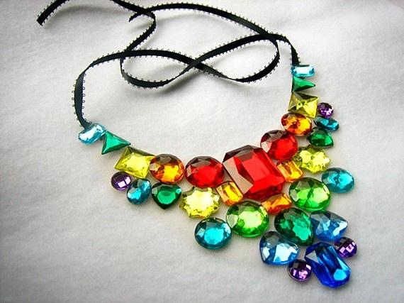 .: Fashion, Rainbows Necklaces, Rhinestones Necklaces, Necklaces Jewelry, Things Rainbows, Glasses Necklaces, Cool Necklaces, Blue Rainbows Princesses, Rainbows Jewels