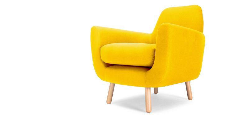 Le fauteuil jaune pissenlit Jonah, une création du jeune designer britannique James Harrison, souligne avec raffinement et délicatesse tout intérieur.