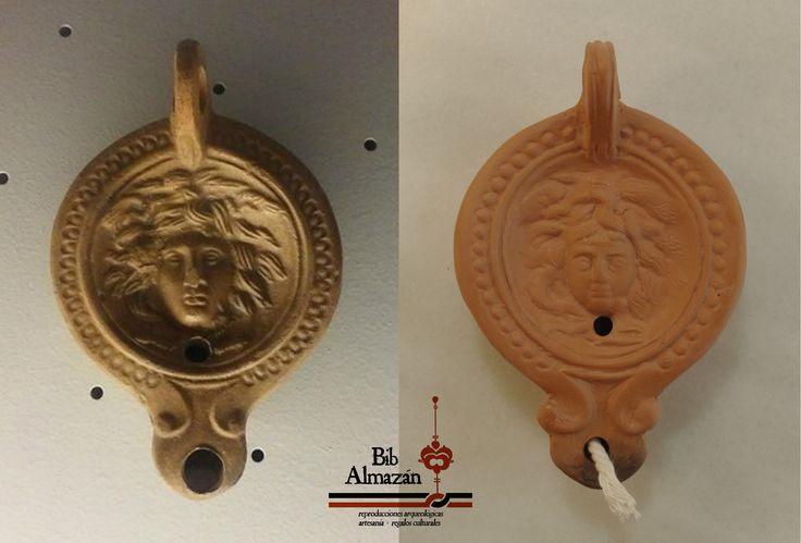 Reproducción de lucerna romana del siglo I. Original en el Museo Arqueológico de Córdoba (izquierda) y copia (derecha)