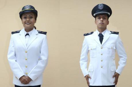 Los nuevos uniformes de la Agencia Municipal de Transito que usarán los agentes civiles. En la foto, el uniforme de gala. Foto: Alfredo Lagla / EL COMERCIO.