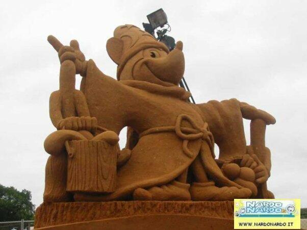 castello di sabbia topolino