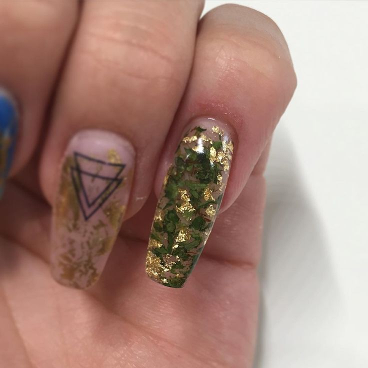 Marijuana nails are suddenly popular and they're super expensive | Revelist