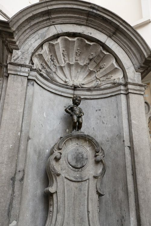 A Family of Pissing Statues: Manneken Pis, Jeanneke Pis and Zinneke Pis