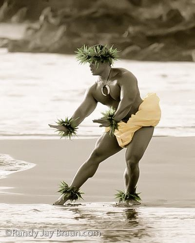 Male Hula dancers must be powerful and graceful.  :  Photo by Randy Jay Braun  (via Leo Kielberg Chekielberg Nieilsen & Maui Tropical Soaps's)