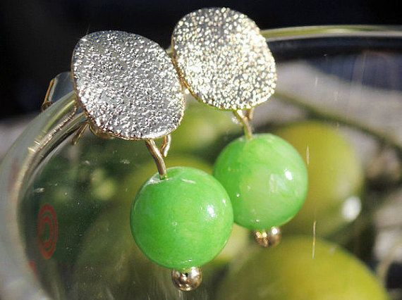 Hey, I found this really awesome Etsy listing at https://www.etsy.com/listing/258399606/dangle-earrings-green-gold-stud-earrings