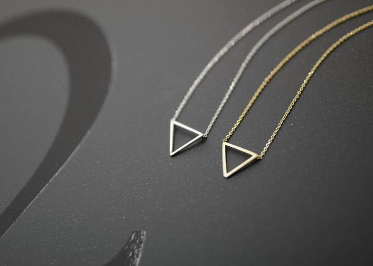 Image of 'TRIANGLE' necklace