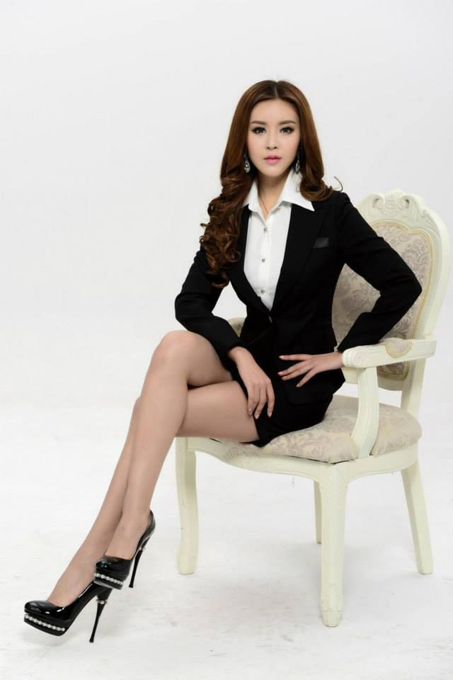 Pin On Beautiful Secretaries In Business Suits
