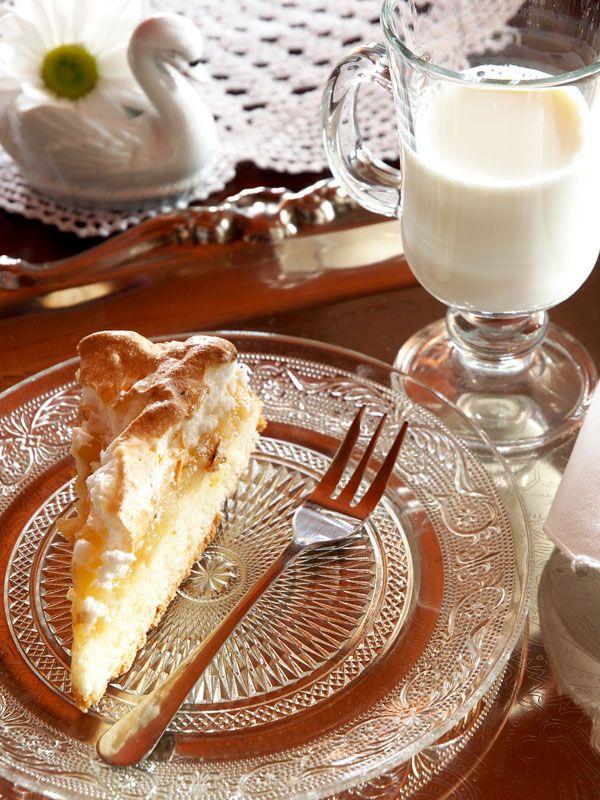 """Apple-pie at """"Swans"""" Riverside Manor (Kiermusy, Poland)."""
