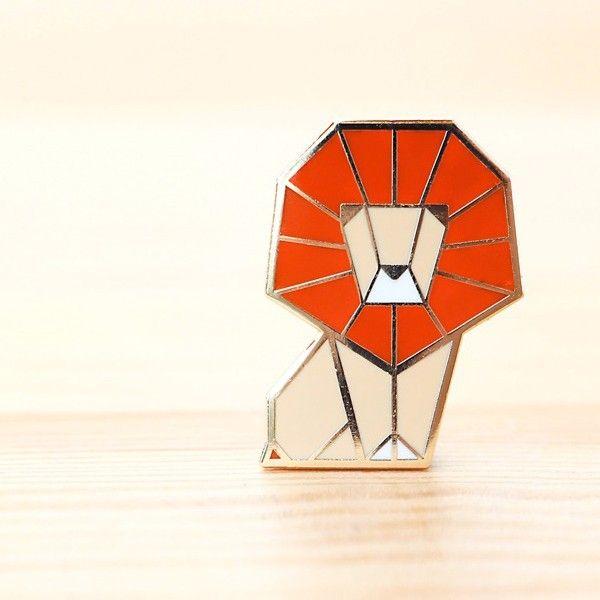 Hug a Porcupine Broche origami Lion