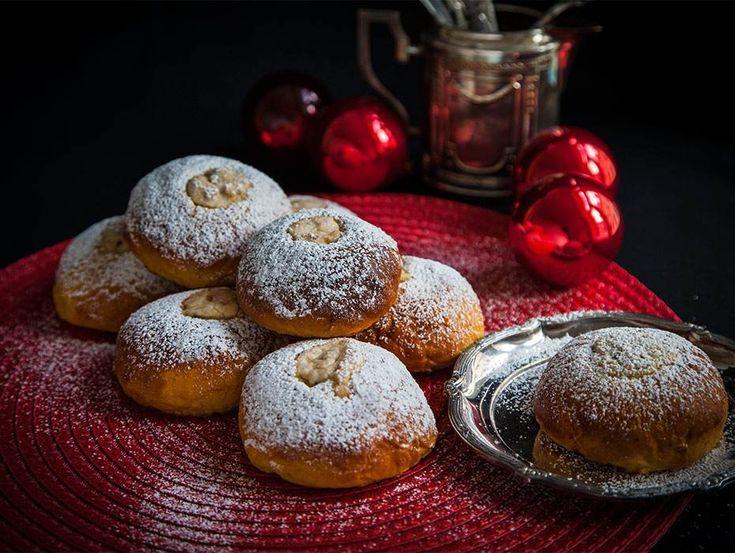 Saffransbullar med en gömma av hjortronkräm, hur gott låter inte det? Servera ljuvliga saffransbullar till advent eller jul, receptet hittar du här!