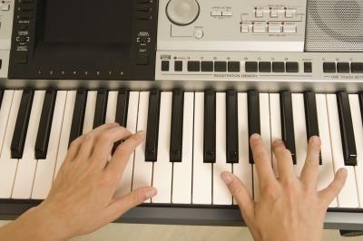 Cómo tocar el teclado musical   eHow en Español