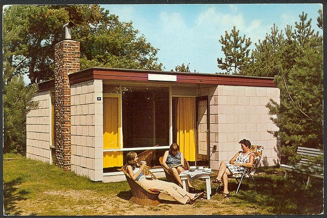 "Small Modern House, Pictured on a Postcard, Holland 60s/70s ... chaam - recreatiecentrum ""de flaasbloem"" by hansaviertel, via Flickr"