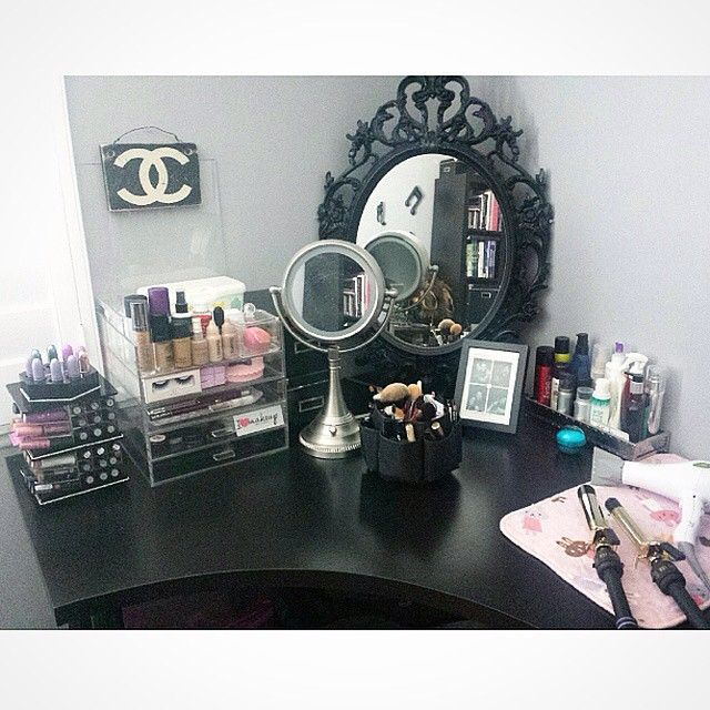 Even though I love the color black, I don't think I'd want it for a vanity. However, I love the organization of this pin and definitely will be organizing my makeup somewhat like this. -Xoxo, Ari