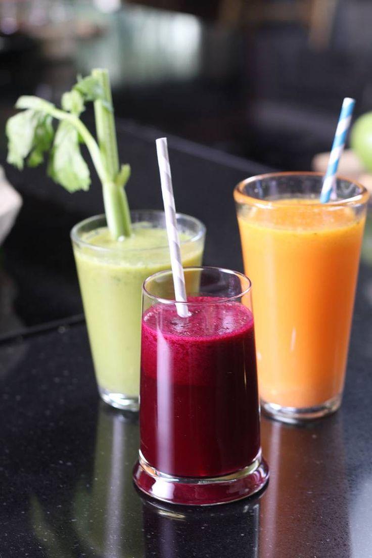Ernæringsfysiolog Ingvill Måkestad Bovims tre sunne juicer: Grønn sunnhet (spinat, eple), utholdenhetsjuice (rødbeter) og gul drøm (ananas, gulrot). Foto: Espen Olson