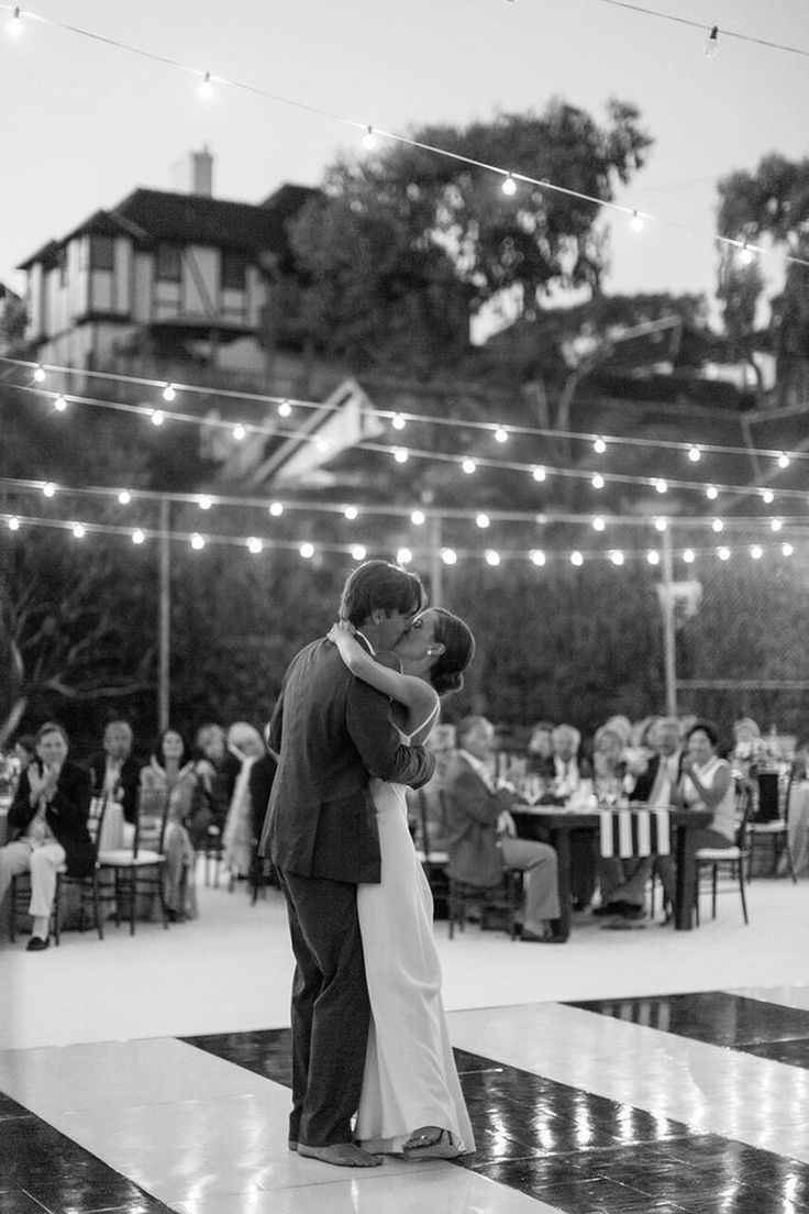 This Couple  Threw a Chic California Wedding on a Tennis Court