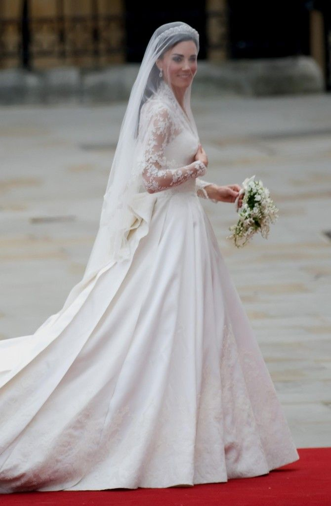 Wedding Gifts For Kate Middleton : Kate Middleton Wedding Dress on Pinterest Kate middleton wedding ...