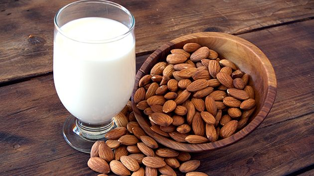 Almond milk - why do they call it superfood? >>> visit the website to find amazing benefits and ideas