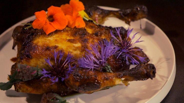 Het hoofdgerecht honingkip komt uit het programma Koken met van Boven. Lees hier het hele recept en maak zelf heerlijke honingkip.