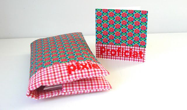 Kraamkadootje : Pamperzakje + bijpassend kaartje (=Vlieseline achteraan stof op blanco kaartje), door Elisanna.