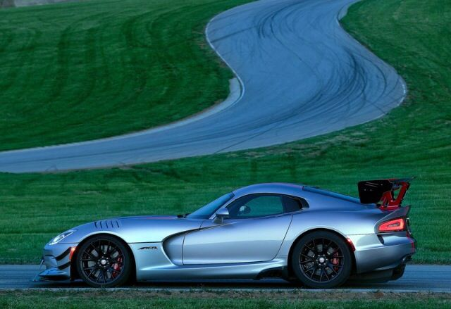 Visit The MACHINE Shop Café... ❤ Best of Dodge @ MACHINE ❤ (2016 Dodge Viper ACR Racer)
