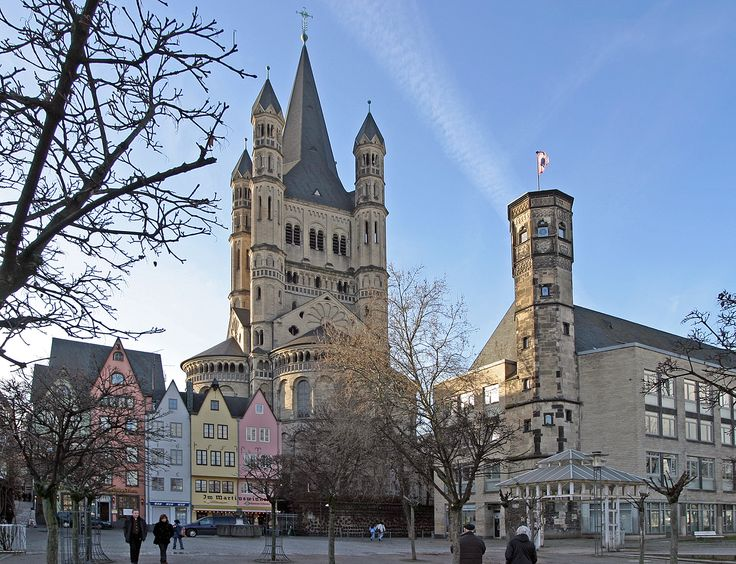 As you explore Cologne's historic churches and museums, you'll come across the city's lovely Old Town quarters