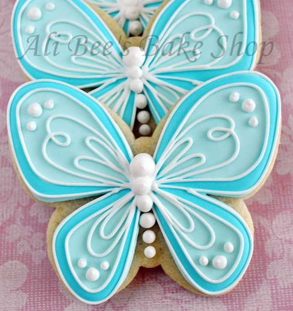 card inspiration ... white embossing on pale blue ... coloring with slightly darker blue for accents/outline ... luv the look of these frosted cookies ...