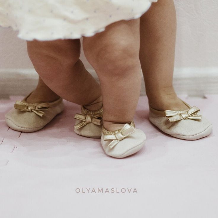 First steps of little ballerina Vicky of course with support of her oldest sister Alice))