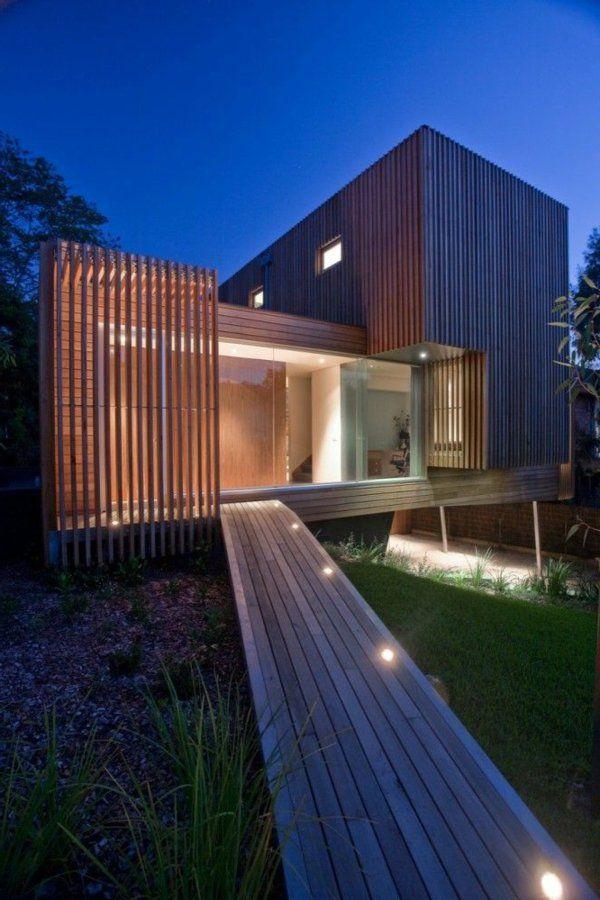 villa contemporaine, construction cubique en bois et verre