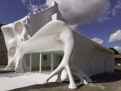 Duchamp-inspired Gue(ho)st Houst in France