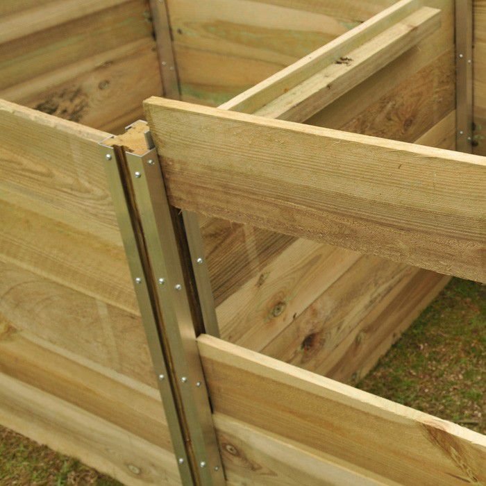 The planks in our Slot Together Compost Bins slide up and down the aluminium post fixing plates, for easy access to the bin to turn and aerate the compost  – essential for promoting oxygen and increasing microbial activity.