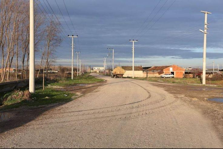 http://www.efordata.net/  Mustafakemalpaşa'ya 3-4 km Uzaklıkta Ovaazatlı Mahhallesi'ne. Çok yakın asfalt Yol üzeri arsa niteliğine yakın 7950 m2 Arazi .Elektrik ve su vardır. Fiaytı:175.000 TL