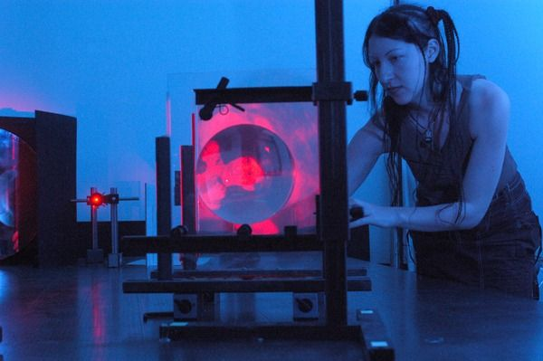 """Lori Napoleon with her master at the """"london School of holography."""